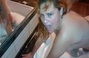 Cara muito cornoFilmando esposa no motel fazendo sexo com amante safado. Esse cara tava tarado por pegar essa mulher casada, meteu demais em sua bucetinha.