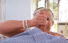 Mae faz boquete no seu proprio filho