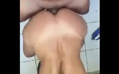 Lilian Muito Deliciosa Gemeu Entrando na Rola de Quatro Numa Foda Caseira
