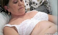 Velha da buceta peluda