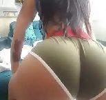 Novinha rebolando sua bundona