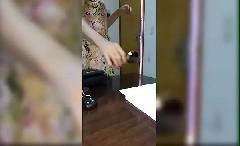 Secretária Marta não aguentou e deu a buceta pro patrão na sala dele