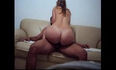 Mãe e filho em casa assistindo filme acaba em sexo