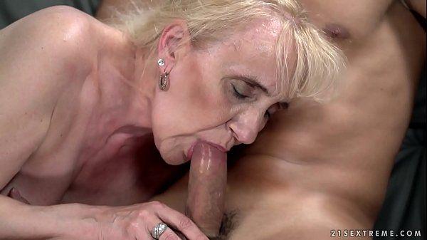Fodendo com a sogra velha safada