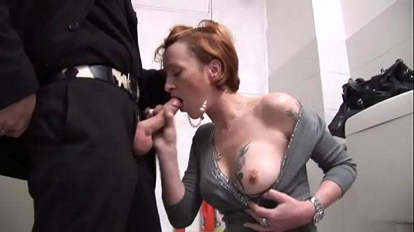 Sexo anal com coroa gostosa depois da festa