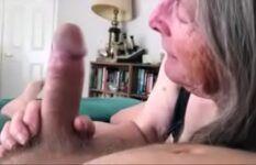 Velha de 72 anos fodendo feito uma puta